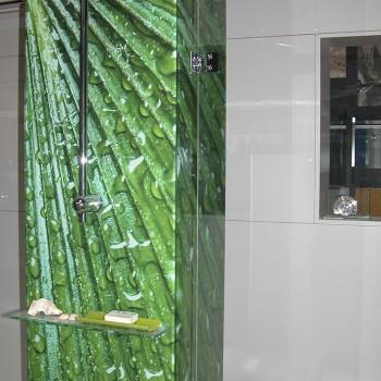 Hinterglasdruck in einer Dusche