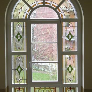 Neuanfertigung eines bleiverglasten Treppenhausfensters